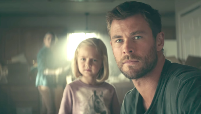 Elsa pataky y Chris Hemsworth en 12 strong