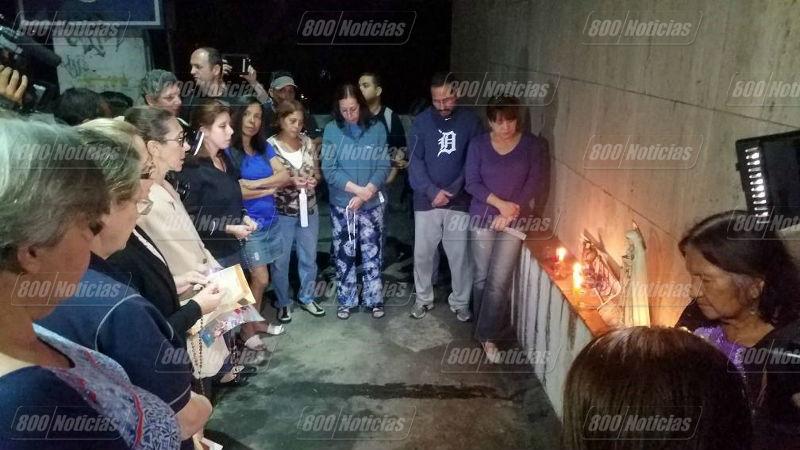 Familiares hacen vigilia en la morgue de Bello Monte - caso Óscar Pérez - Masacre el Junquito con marca de agua