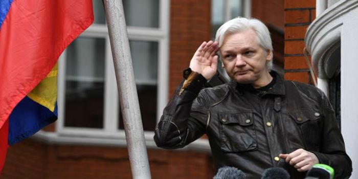 Julian Assange molestia Ecuador