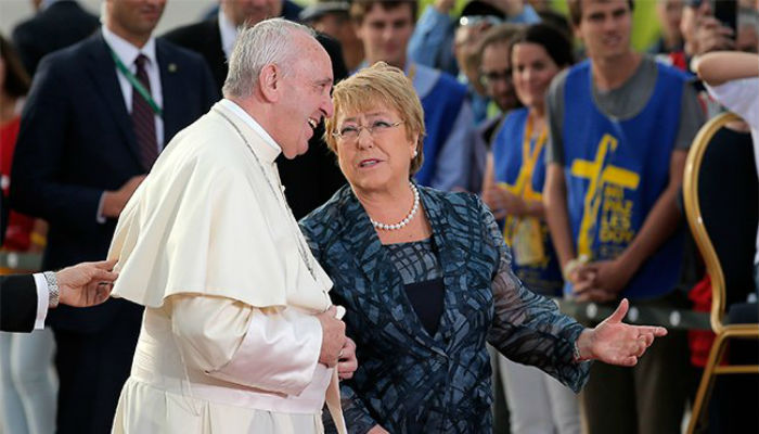Michelle Bachelet recibe al Papa Francisco