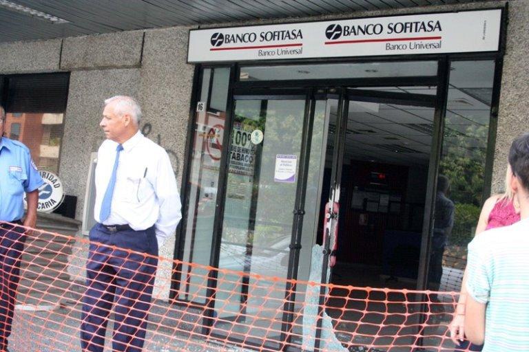 Destrozaron Banco Sofitasa de Valera - protesta por apagones en Trujillo 2