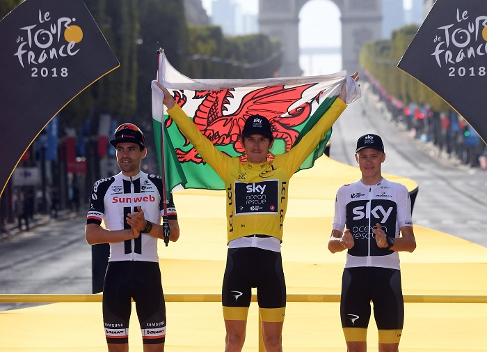 Paris (France), 29/07/2018.- (L-R) Second Placed Team Sunweb rider Tom Dumoulin of The Netherlands, winner Team Sky rider Geraint Thomas of Britain and third placed Team Sky rider Chris Froome of Britain celebrate on the podium following the 21st and final stage of the 105th edition of the Tour de France cycling race over 116km between Houilles and Paris, France, 29 July 2018. (Ciclismo, Países Bajos; Holanda, Francia) EFE/EPA/STEPHANE MANTEY / POOL