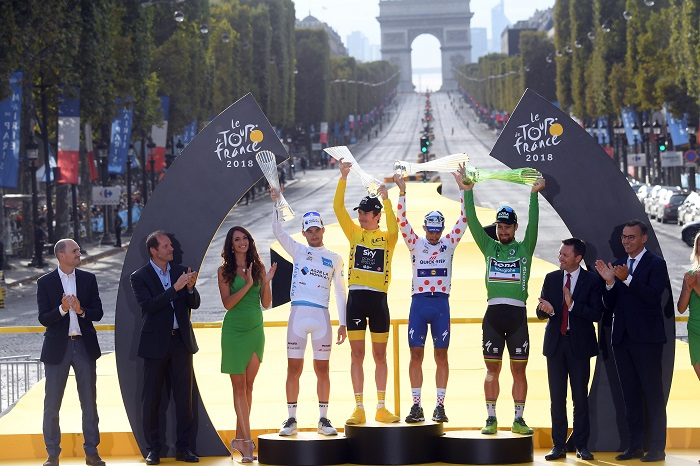 Paris (France), 29/07/2018.- (L-R) AG2R La Mondiale team rider Pierre Roger Latour of France, wearing the best young rider's white jersey, Team Sky rider Geraint Thomas of Britain, wearing the overall leader yellow jersey, Quick Step Floors rider Julian Alaphilippe of France, wearing the best climber's polka-dot jersey, and Bora Hansgrohe team rider Peter Sagan of Slovakia, wearing the best sprinter green jersey, following the 21st and final stage of the 105th edition of the Tour de France cycling race over 116km between Houilles and Paris, France, 29 July 2018. (Ciclismo, Eslovaquia, Francia) EFE/EPA/STEPHANE MANTEY / POOL