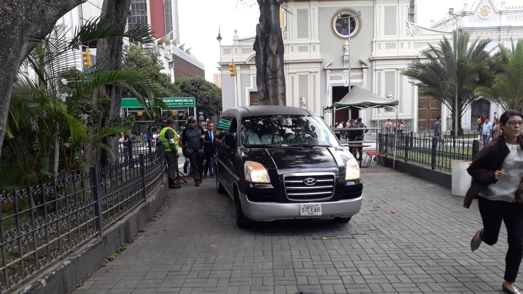 Carroza fúnebre con los restos del concejal Fernando Albán llega al Palacio Federal Legislativo