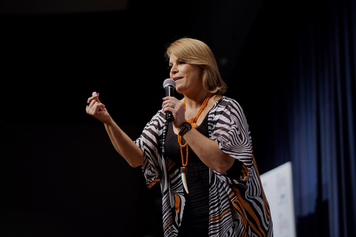 Olga Tañon donó instrumentos 5