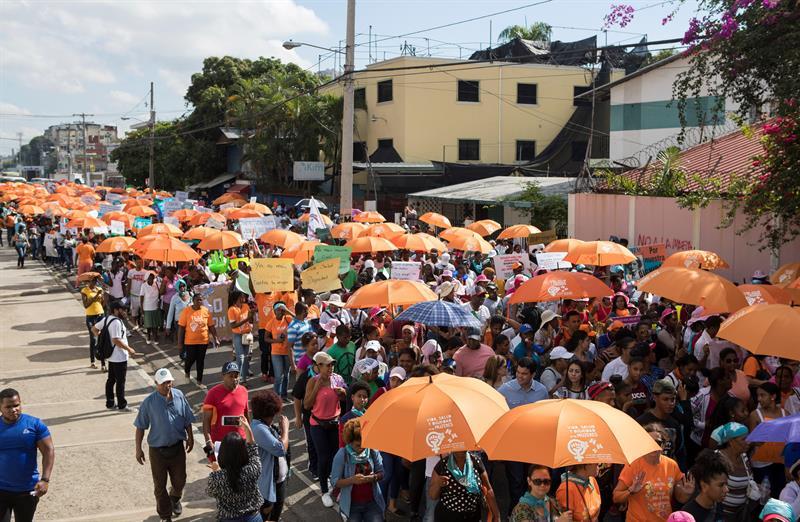 Protesta contra la violencia contra la mujer en Santo Domingo. Foto: EFE