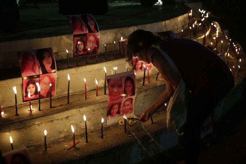 Protesta contra la violencia contra la mujer en El Salvador. Foto: EFE