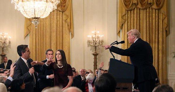 Trump con periodista Jimmy Acosta