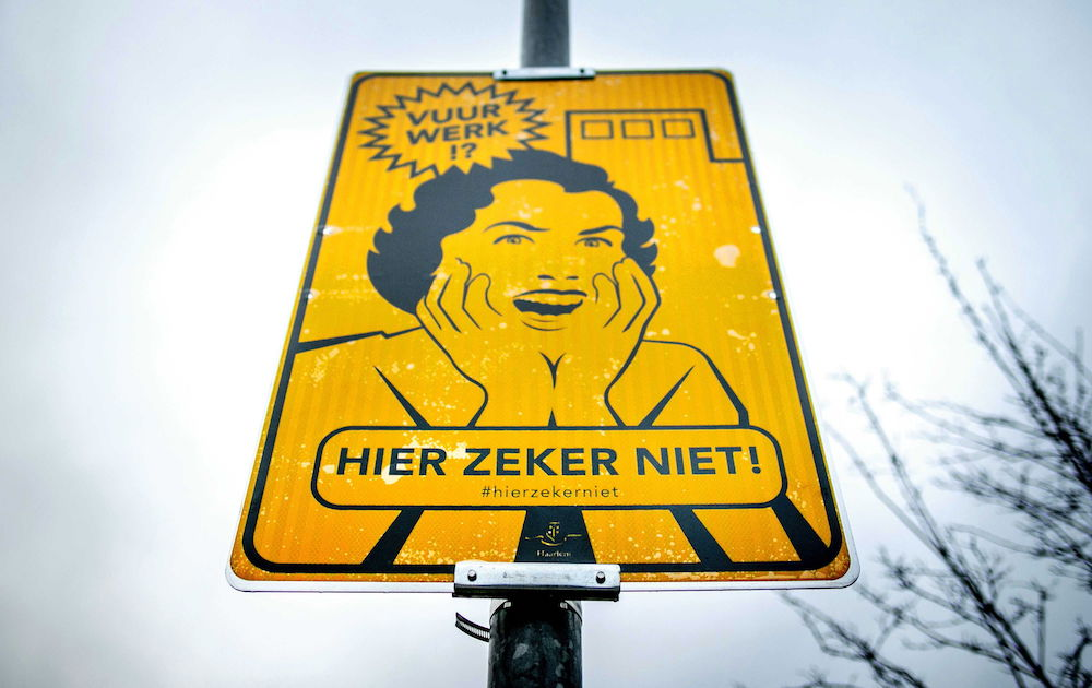 Haarlem (Netherlands), 29/12/2018.- A sign marking a voluntary fireworks free zone ('Fireworks, Certainly not here') in Haarlem, The Netherlands, 29 December 2018. In serveral Dutch cities certains area are introduced especially next to hospitals, animal shelters and zoos. (Incendio, Países Bajos; Holanda) EFE/EPA/REMKO DE WAAL