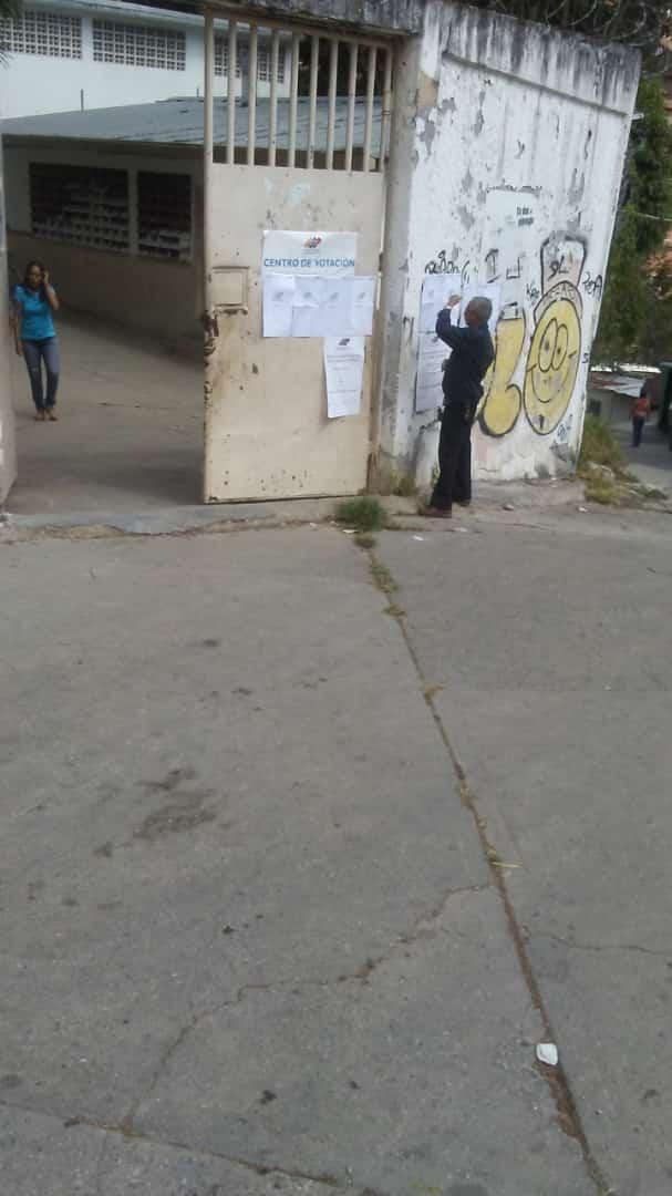 Centro de votación vacío 9D municipales 6